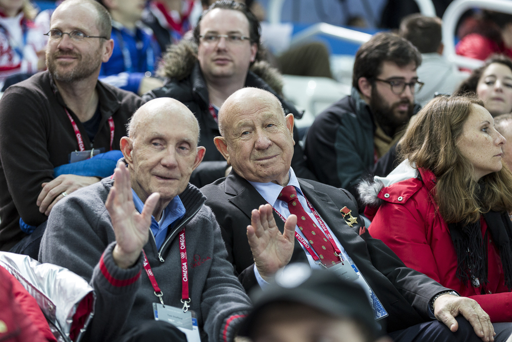 Stafford on the left, Leonov on the right, with Jason Heaton, Robert-Jan Broer, and Ben Clymer sitting in the rear.
