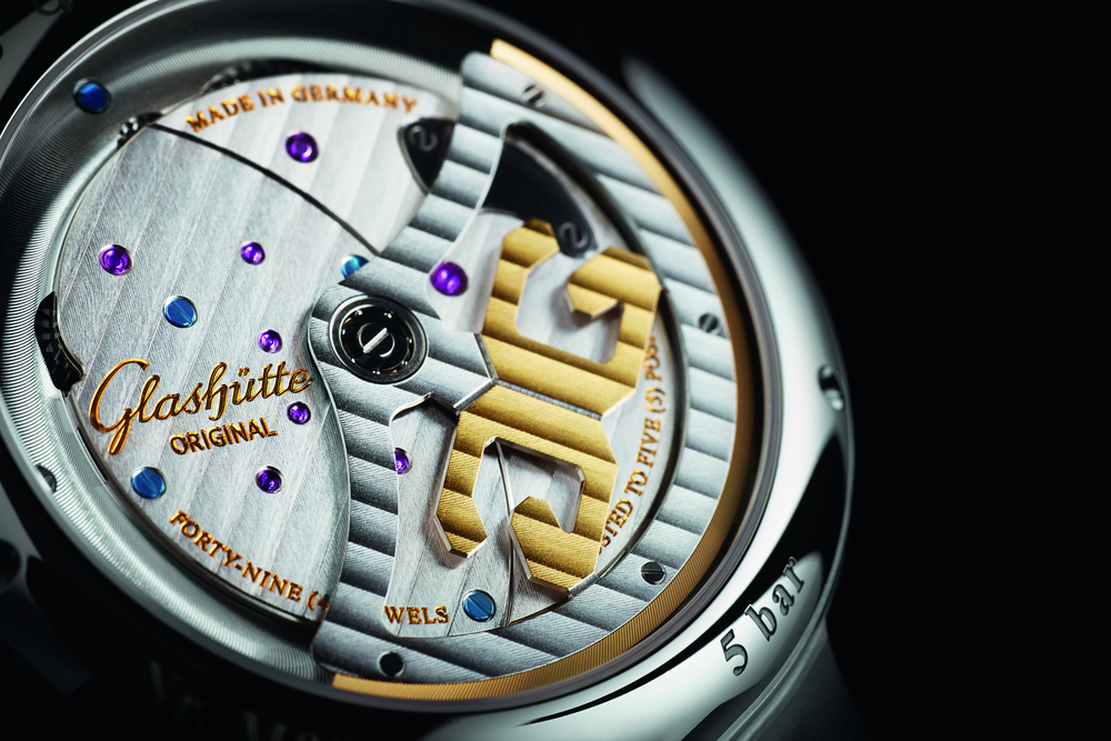The new self-winding Calibre 91-02 features a 42-hour power reserve.