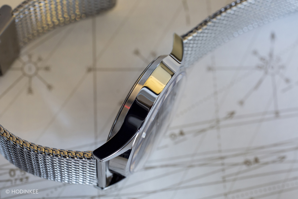 The mesh bracelet is sturdy and lends a great vintage look to the Visodate Milanais.