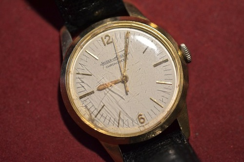 A yellow gold Jaeger-LeCoultre Geophysic with scratched original crystal sold two years ago at Antiquroum.