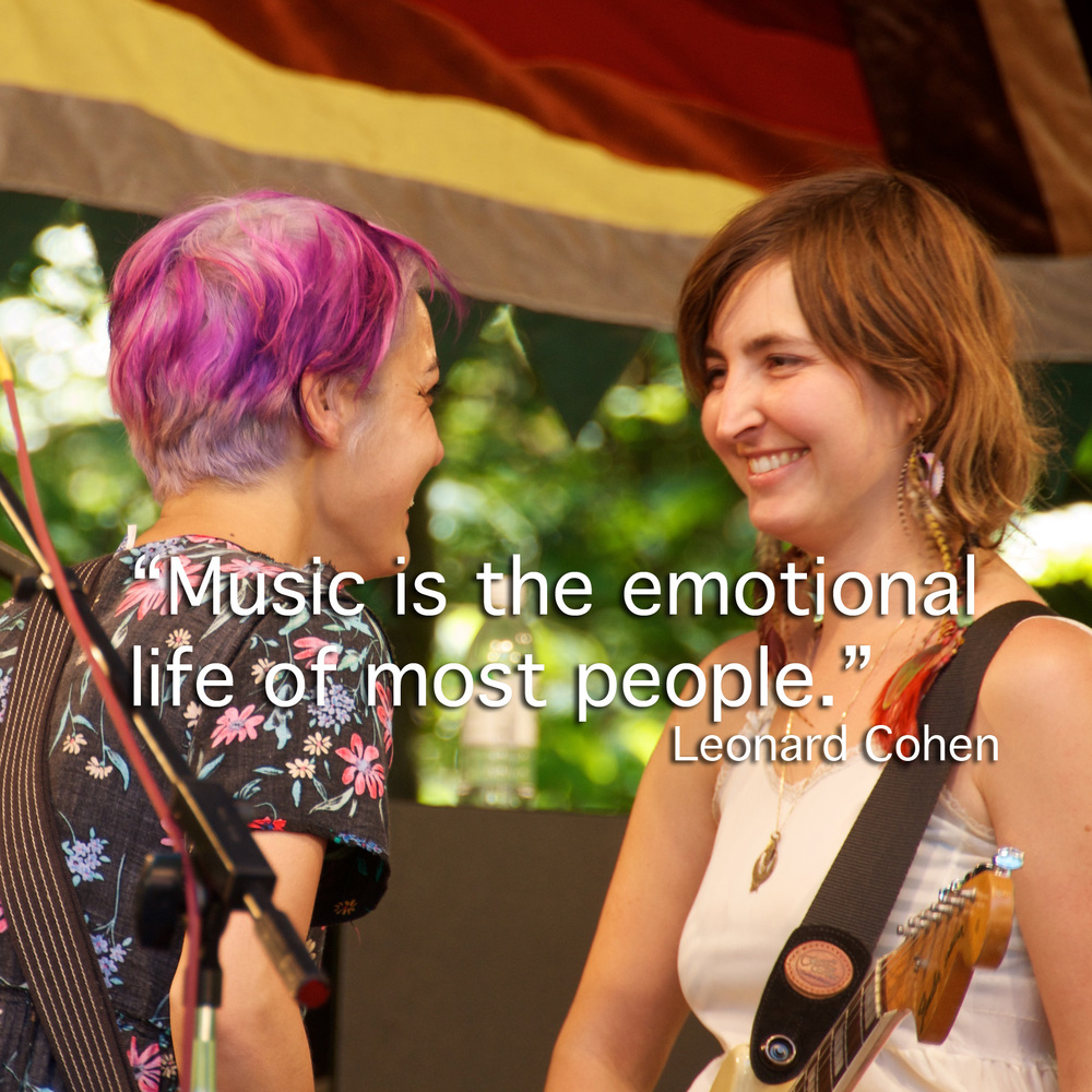 Jenny and Emily of Warpaint during their gig at the Eugene Country Fair, July 2011