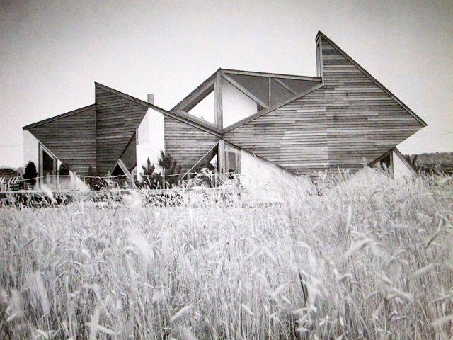 subtilitas :      Andrew Geller  - Elkin House, Sagaponack NY 1966.  Via  (great compilation of Hamptons-modern).