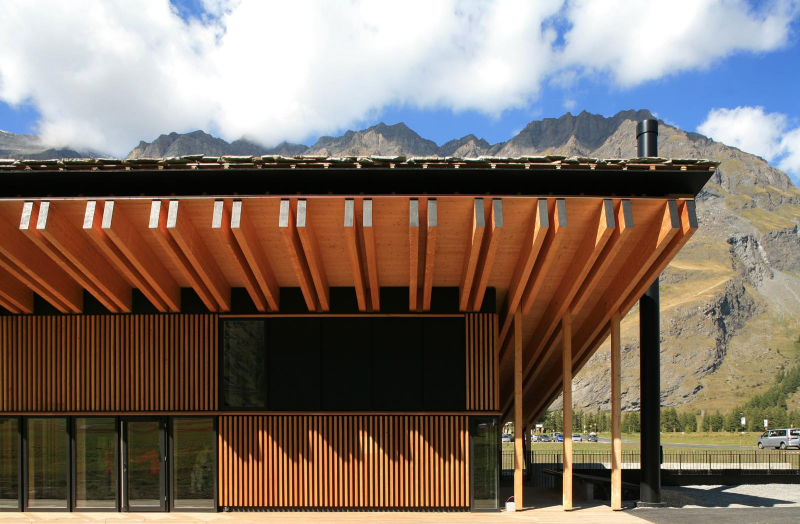 subtilitas :      Tectoniques Architectes  -  Sports center ,  Savoie 2008.