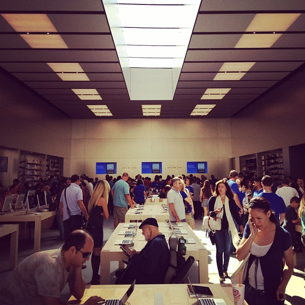 The natural daylight in the double height space is gorgeous.  (Taken with  Instagram  at Apple Store)