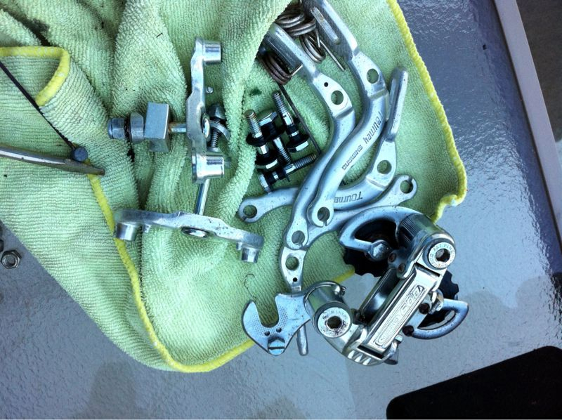 Soulcraft cruiser update: took apart all of the brakes and dérailleurs, got rid of all the rust and reassembled them.