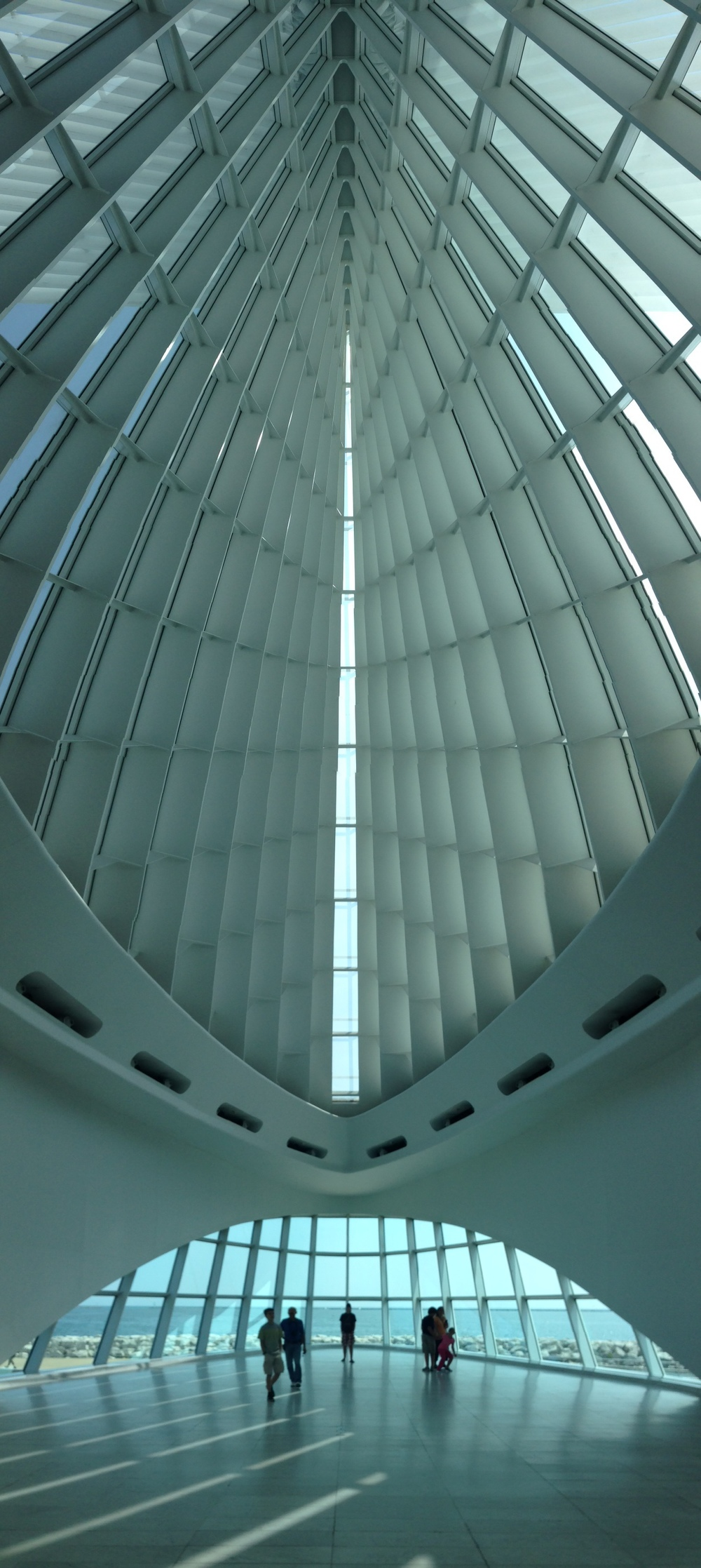 Milwaukee Art Museum - photo by Cormac taken with an Apple iPhone 5