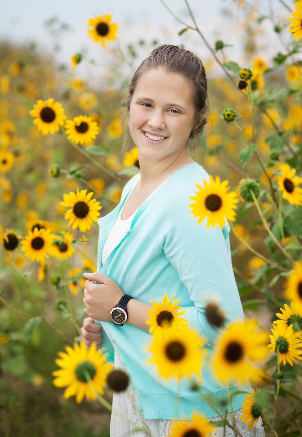 Sunflower Senior Images by Katie Swatek Photography | Natural Senior by Katie Swatek Photography
