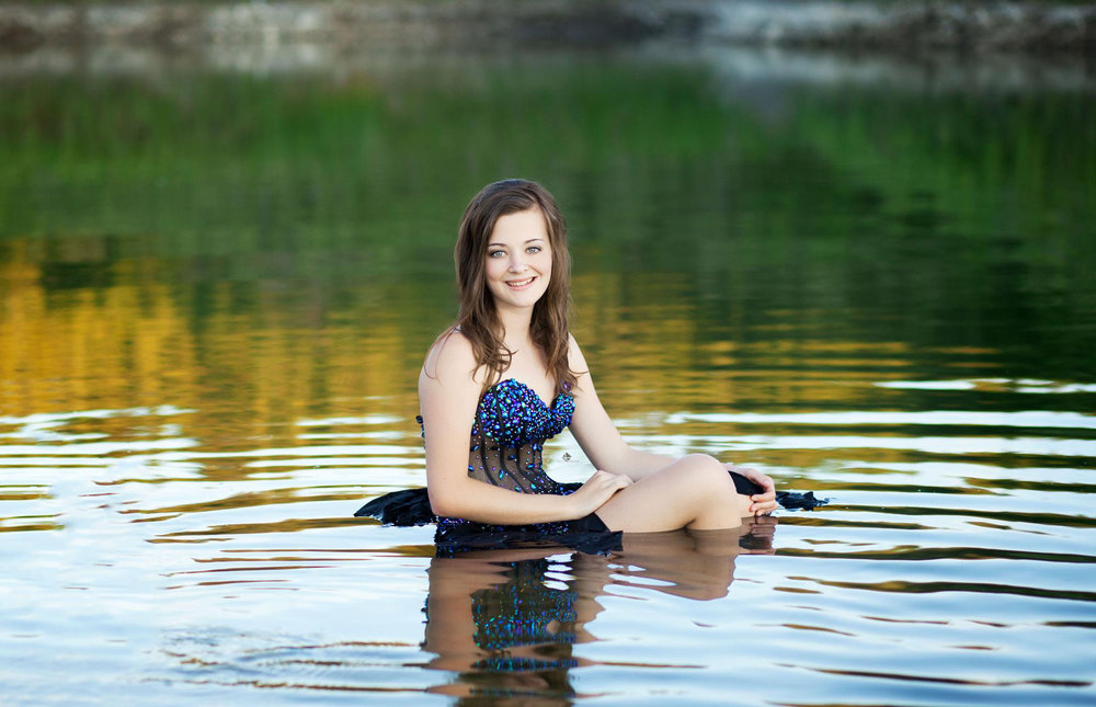 Senior Pictures in South Dakota | Water Senior Pictures by Katie Swatek Photography | Prom Dress Senior Pictures by Katie Swatek Photography
