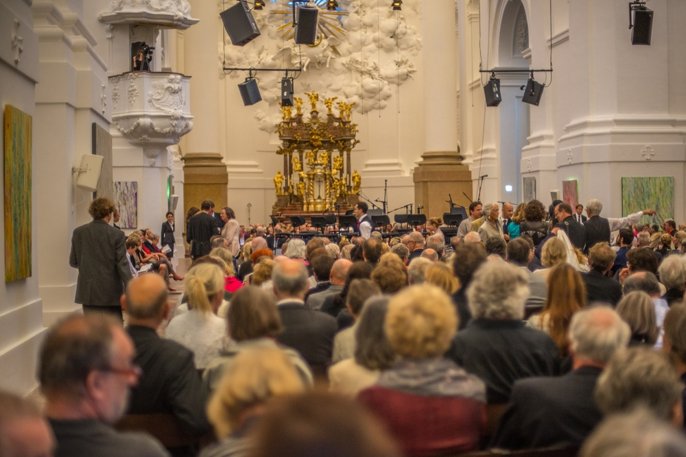 The Kollegienkirche Salzburg hosts one of the first events of the Salzburg Festival with a sold out crowd in attendance. Susan's paintings line the walls from the front entrance all the way up to the altar.