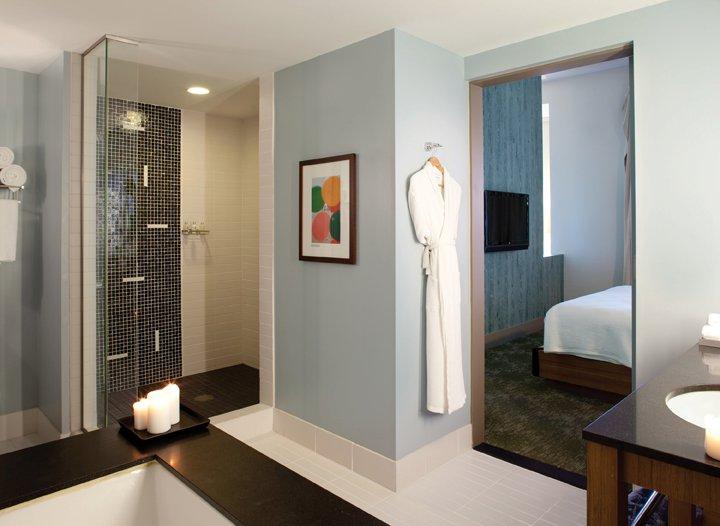 Guest bathroom at Shorebreak Hotel