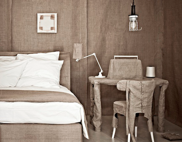 Article + Gallery ➤ http://CARLAASTON.com/designed/decorating-with-burlap For The Love Of Burlap | The Holiday's Hottest Decorating Tool (Image Source: Trendland - KWs: decor, tutorial, DIY, Christmas, bedroom)