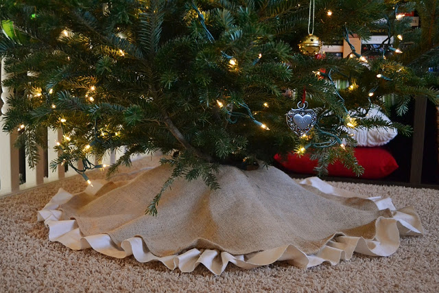 Article + Gallery ➤ http://CARLAASTON.com/designed/decorating-with-burlap For The Love Of Burlap | The Holiday's Hottest Decorating Tool (Image Source: Dwelling Cents - KWs: decor, tutorial, DIY, Christmas, tree skirt)