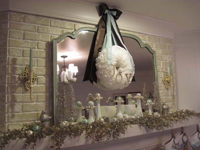 Article + Gallery ➤ http://CARLAASTON.com/designed/decorating-with-burlap For The Love Of Burlap | The Holiday's Hottest Decorating Tool (Image Source: Cottage Instincts - KWs: decor, tutorial, DIY, Christmas, stocking, mantel)