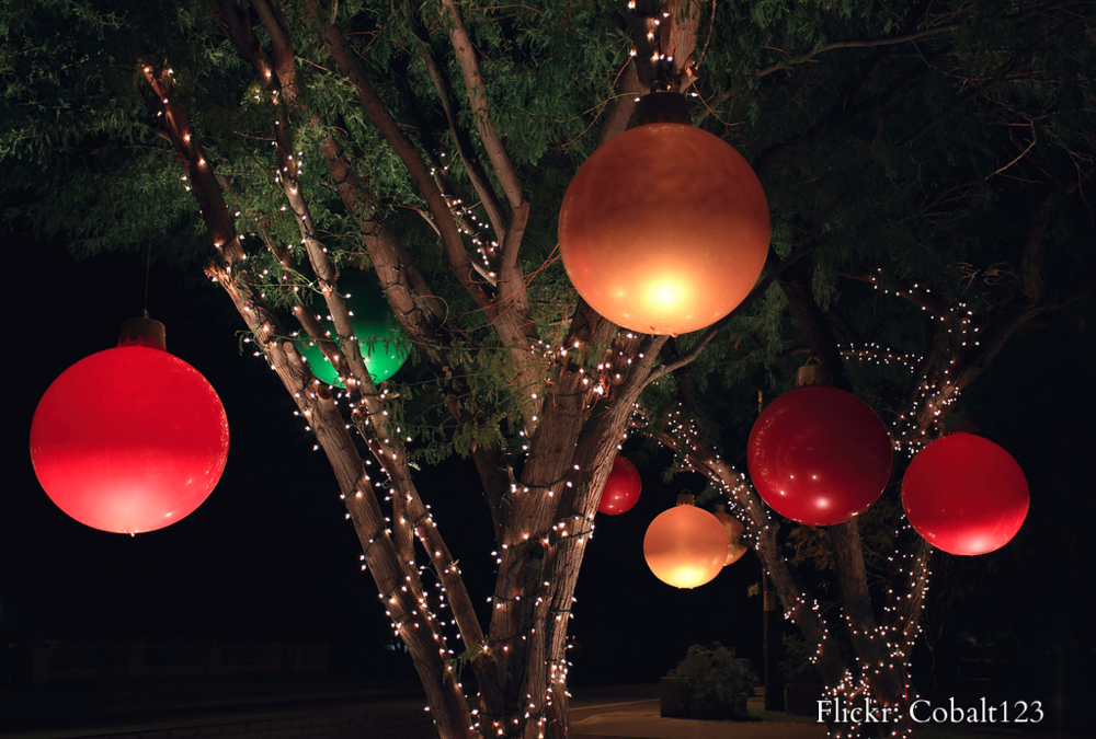 Article + Gallery ➤ http://CARLAASTON.com/designed/how-to-win-best-holiday-lawn-decorations ➤ Here's How Your Yard Is Going To Win The 'Best Christmas Decorations' Award | Image source: Flickr: Cobalt123 (KWs: lighting, landscaping, lights )