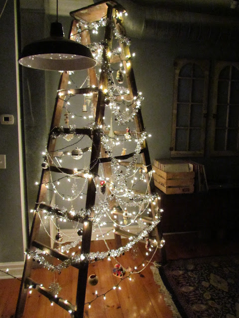 Article + Gallery ➤ http://CARLAASTON.com/designed/25-extraordinary-christmas-tree-designs 25 Extraordinary Christmas Trees Designed To Make Yours Look Ordinary (Image Source: thebloomincouch.blogspot.com | Kw: holiday, ladder, lights )