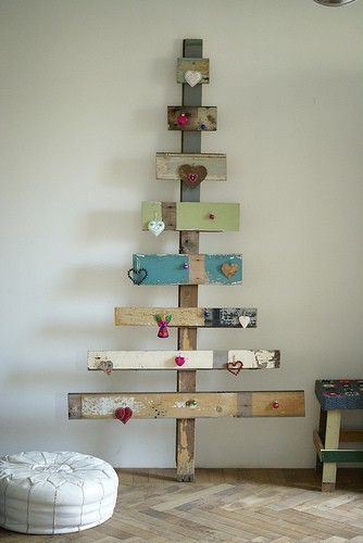 Article + Gallery ➤ http://CARLAASTON.com/designed/25-extraordinary-christmas-tree-designs 25 Extraordinary Christmas Trees Designed To Make Yours Look Ordinary (Image Source: frenchbydesign.blogspot.com | Kw: holiday, wood )