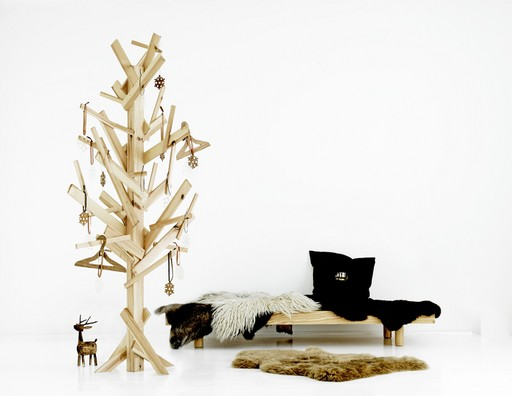 Article + Gallery ➤ http://CARLAASTON.com/designed/25-extraordinary-christmas-tree-designs 25 Extraordinary Christmas Trees Designed To Make Yours Look Ordinary (Image Source: Unknown | Kw: holiday, wood )