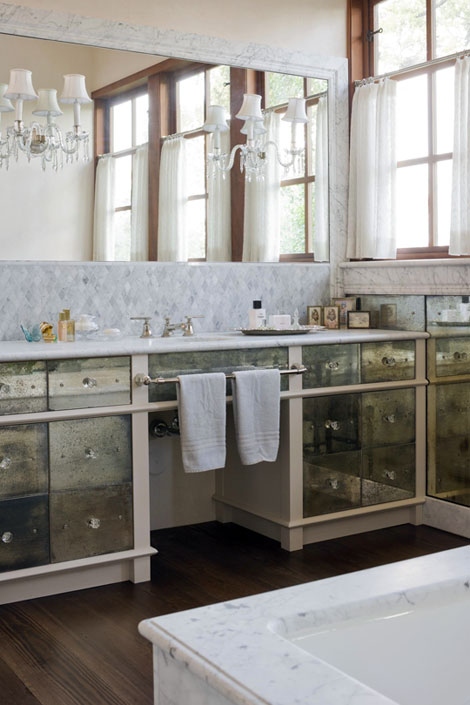 ARTICLE: No Room Around The Sink For A Towel Bar? Here's Your Solution...