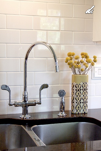 DESIGNED's Definitive Guide To Home Backsplash Design, Image via:  Apartment Therapy