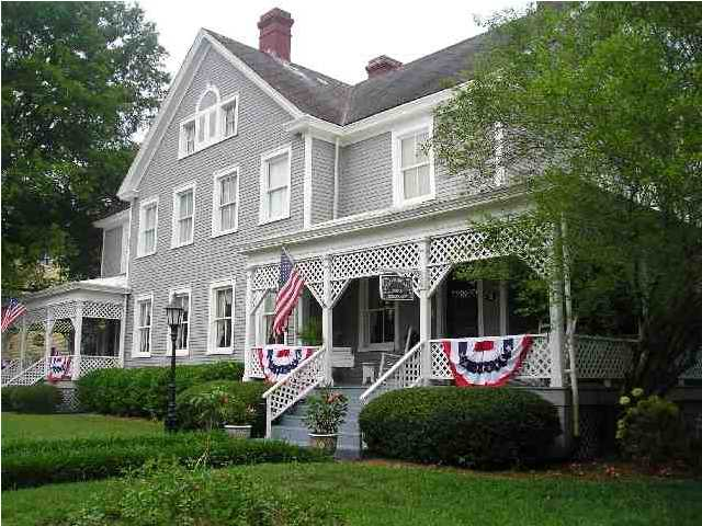 The Captain's Quarters, Georgia / Image via: InnShopper