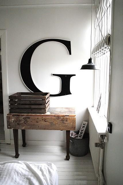 Mary tyler moore shows her symbol of self w wall letters for Letter g wall decor
