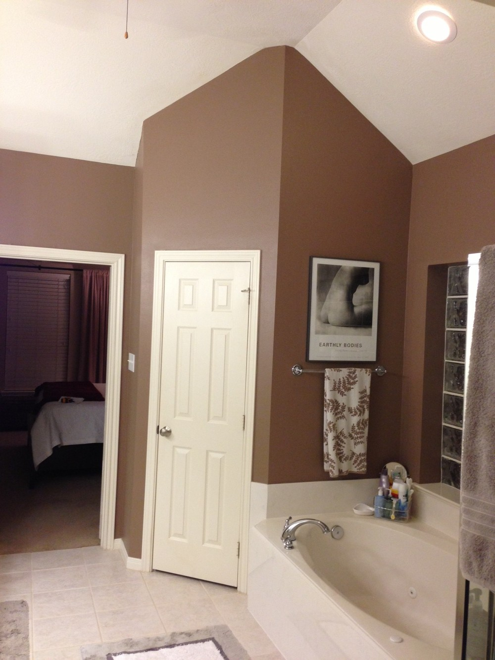 Before - ceiling angles can put on slider.JPG