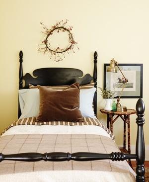 9 Arguments For & Against Having Matching Bedside Lamps ...