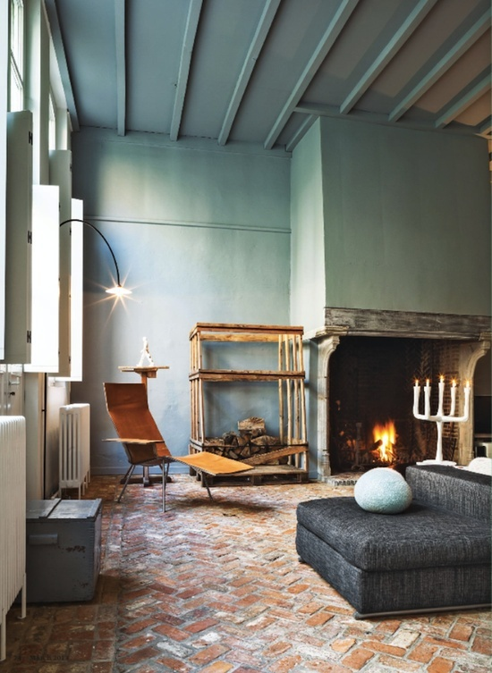 15 fireplaces so large so grand you can almost walk for Interieur design antwerpen