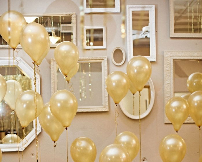 10 must have new year 39 s eve party decorations designed - New years decoration ideas ...