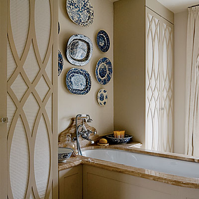 I know— to some, plates may seem like a far departure from what's typically defined as art. I mean, you're not going to eat in the bathroom. (Well, not typically.) | Interior designed by Cindy Lee