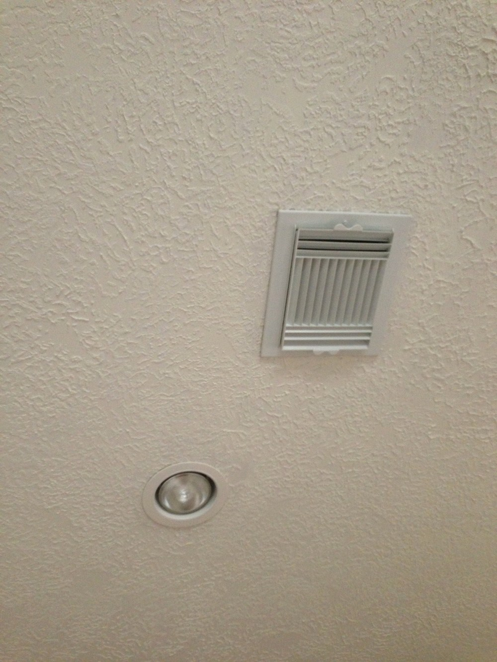 There are a few inexpensive things you need to remember to do when you paint the interior of your house - especially when you painting your ceilings. One of the few: Change the air vents and trim kits on your recessed lighting.