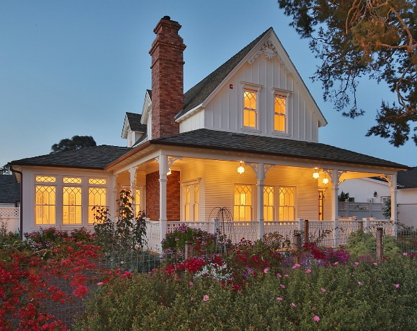 "#DESIGNREFRESH - The Best Interior Design Links of the Week ➤ IT ONLY LOOKS OLD: A NEW NAPA-STYLE FARMHOUSE IN CALIFORNIA | At first I thought this was a beautifully restored older home, so I was surprised to learn it was built last year. The listing describes it as a ""new/old Napa farmhouse-style home in Manhattan Beach inspired by 19th-century house plans."" 