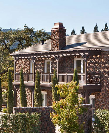 #DESIGNREFRESH - The Best Interior Design Links of the Week ➤ YOUNTVILLE HOTEL: THE LEADING RESORT AND SPA IN NAPA VALLEY | In the picturesque town of Yountville, located only one hour north of San Francisco, and at the very heart of the culinary universe, lies a new Napa Valley luxury boutique hotel, the Hotel Yountville.