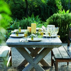 Vintage style picnic table | Designer: Paul Hendershot, Image via:  SFGate