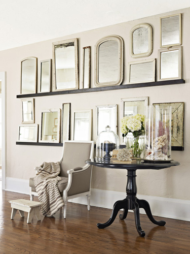 22 Ways to Hang Pictures You Might Not Have Thought Of ➤ http://bit.ly/1pEGDZM | Turn a blank space into a museum-worthy arrangement with these new ways to show off even the most basic pieces. |  #DESIGNREFRESH:The Best Interior Design Links of the Week! | DESIGNER: Lucas Allen