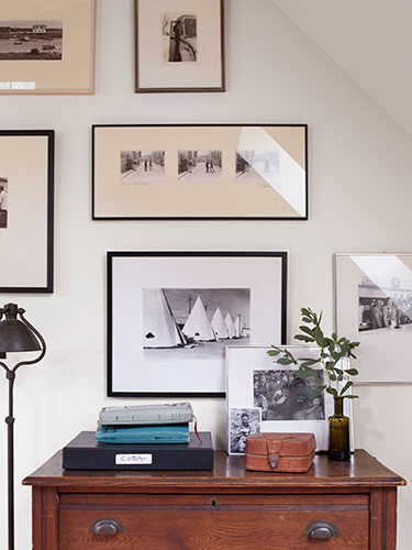 22 Ways to Hang Pictures You Might Not Have Thought Of ➤ http://bit.ly/1pEGDZM | Turn a blank space into a museum-worthy arrangement with these new ways to show off even the most basic pieces. |  #DESIGNREFRESH:The Best Interior Design Links of the Week! | DESIGNER: Max Kim-Bee