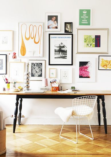 7 Ideas For an Artful Arrangement ➤ http://bit.ly/1pEGZjc | The beauty of the gallery wall is that it can give almost anything visual impact, be it sketches on a napkin, children's artwork, or magazine tearsheets. You can even hang framed mirrors instead of artwork for the same effect. There are a couple avenues you can take in terms of what you display. |  #DESIGNREFRESH:The Best Interior Design Links of the Week! | DESIGNER: Max Humphrey