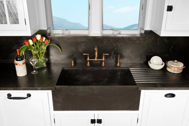 Kitchen w/a matching countertop & backsplash   Designer:Soapstone Werks