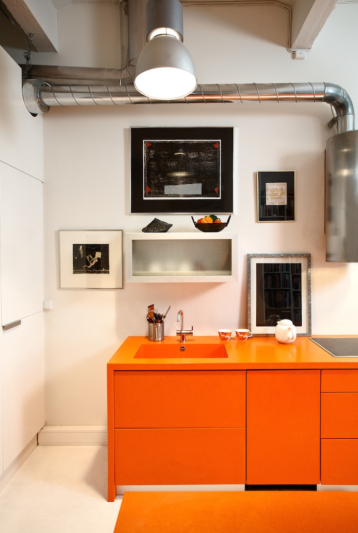 MUST-KNOW: Remodeling 101: Corian Countertops (and the New Corian Look-alikes)➤ http://bit.ly/1p0N5GV| I have used solid surface materials in upstairs bathrooms to save money and they are quite beautiful these days. One obvious advantage, you don't have to buy a whole slab if you only need a small piece. Here's a link that shows some of the products available and how simply beautiful they are now.|#DESIGNREFRESH:TheBest Interior Design Links of the Week! | DESIGNER:Pirkko-Liisa Topelius