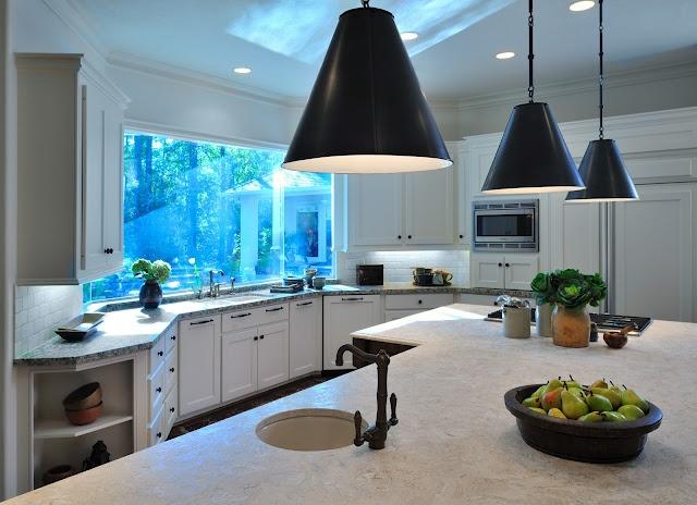 Bright kitchen with decorative lighting | Interior Design -er: Carla Aston