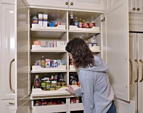 Pantry in the kitchen cabinet | Design -er: Carla Aston