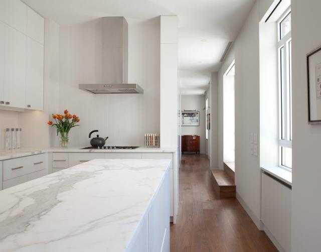 Combination of wood and white; kitchen | Interior Design -er: Wettling Architects