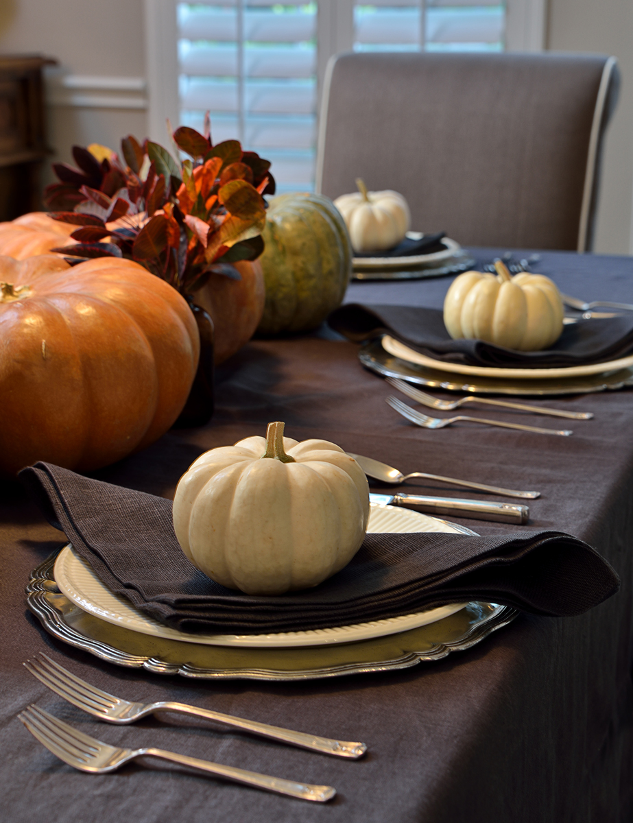 "MUST-SEE: A NEW-STYLE TABLE SETTING FOR A TRADITIONAL THANKSGIVING  ➤ http://carlaaston.com/designed/thanksgiving-table-setting | ""Are you ready for Thanksgiving? I'm not. But, I do have my table set. "" 