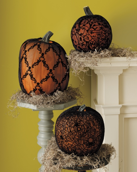 "MUST-KNOW: MARTHA STEWART'S ULTIMATE GUIDE TO HALLOWEEN PUMPKINS  ➤ http://www.marthastewart.com/1006802/halloween-pumpkins  | ""No one does pumpkin carving better than Martha. No one!"" 