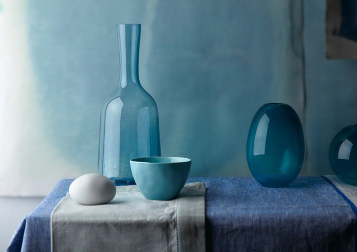 bowl; vase; blue; shades of one color | Interior decorator:   Aliki Kirmitsi