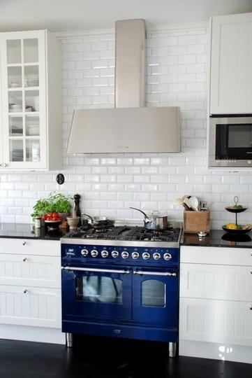 Blue stove appliance; kitchen | Source: HalcyonStyleBlog.com