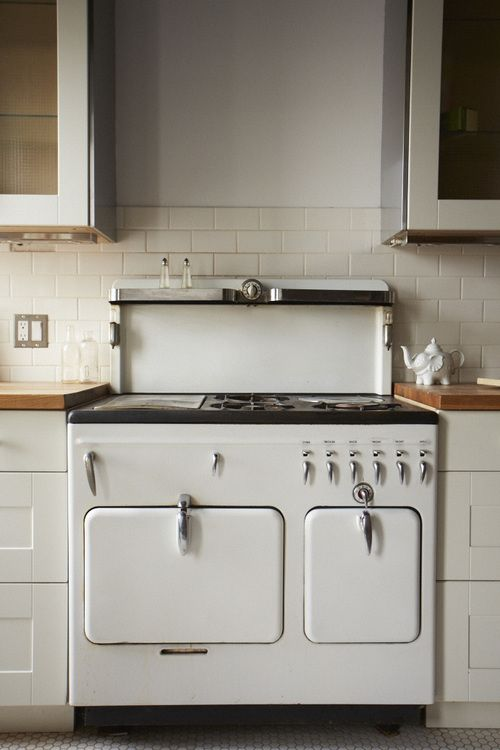 Kitchen; white appliance; stove; oven; range | Located at: Hudson Milliner Bed and Breakfast