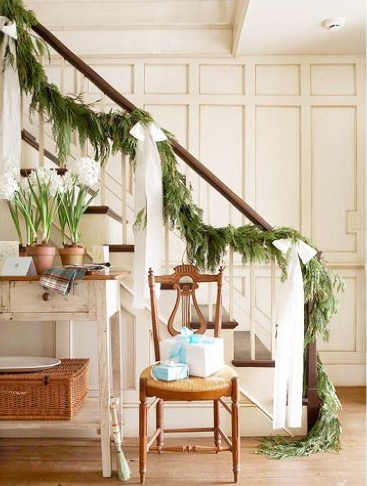 House entryway; staircase; Christmas garland | Img source: BHG.com