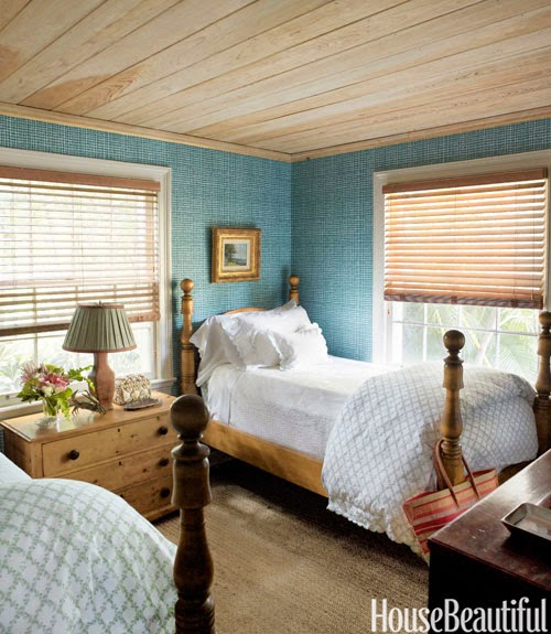 Wood blinds; bedroom | Img source: HouseBeautiful.com / Homeowner: Liza Pulitzer Calhoun