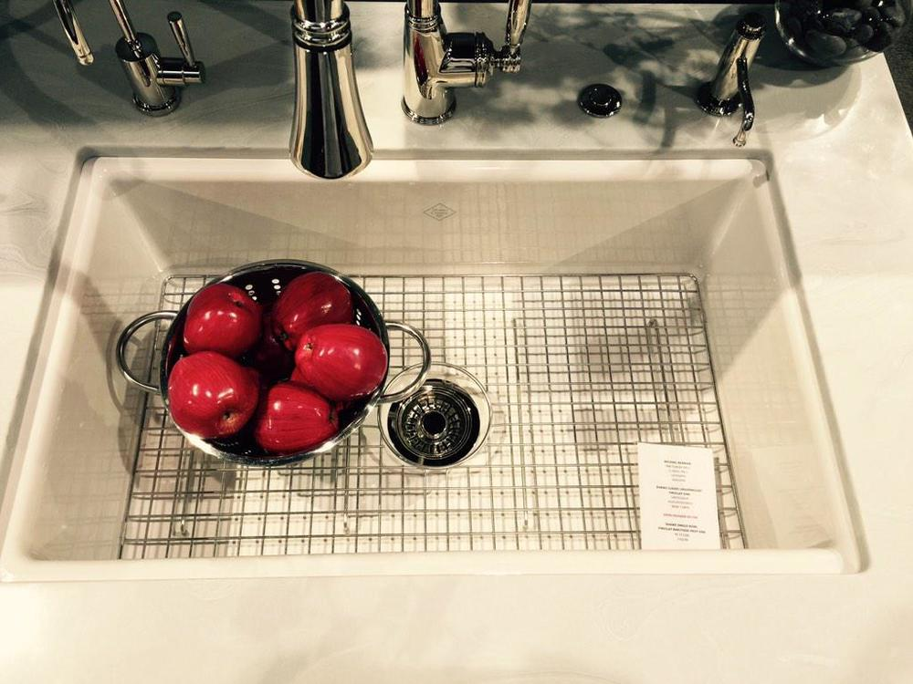 Shaws now has an undercount fireclay sink. @ROHL_Official #KBIS2015 #Blogtourvegas